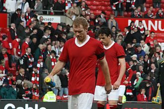 Paul Scholes - Scholes with Owen Hargreaves after United's defeat to Manchester City on 10 February 2008