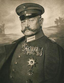 Paul von Hindenburg (1914) von Nicola Perscheid (cropped).jpg