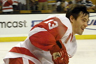 Pavel Datsyuk - Datsyuk warms up before a game
