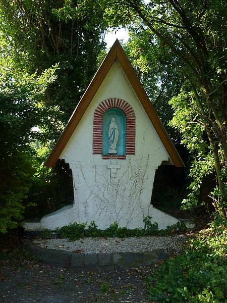 Petite-Forêt (Nord, Fr) oratoire près de l'église