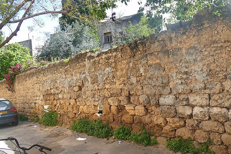 חומת כורכר במעונות עובדים