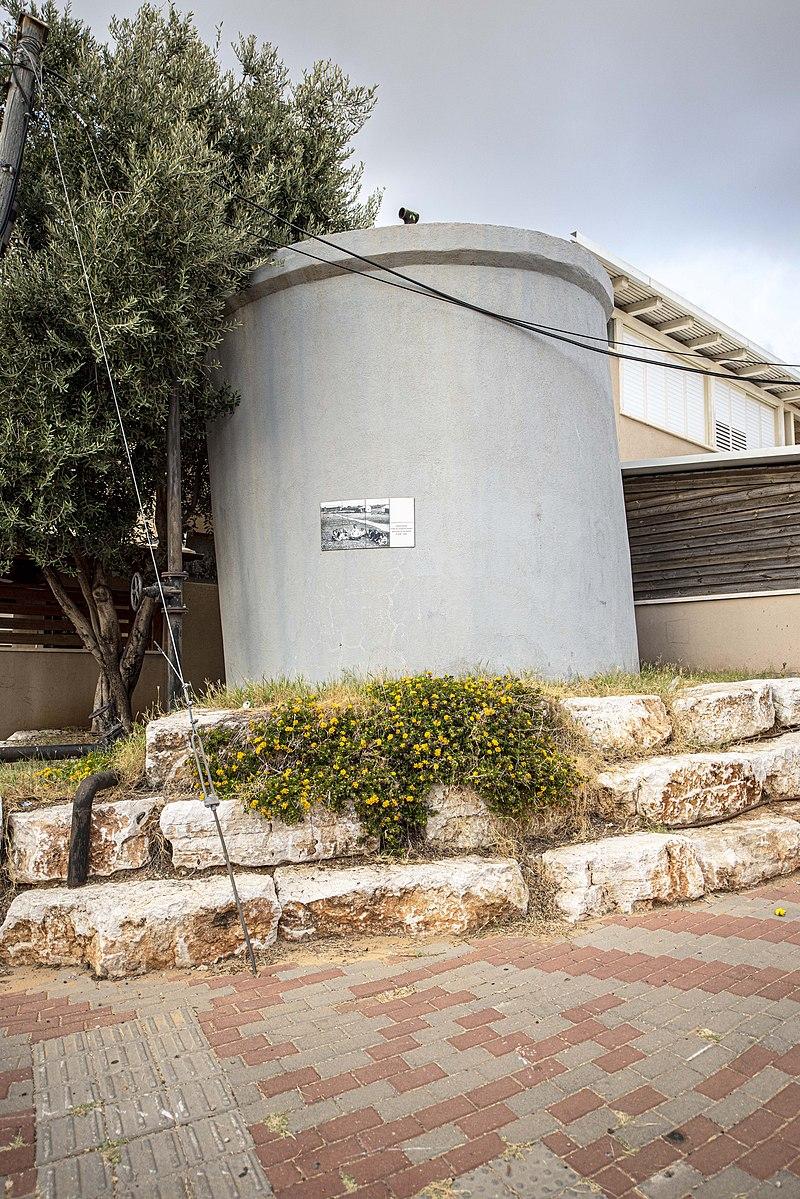 חדרה בריכת המים בשכונת נחליאל