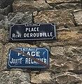 Place René Deroudille (plaque) et ancienne plaque.JPG