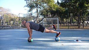 Calisthenics - Plank on medicine balls