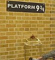 Platform Nine and Three Quarters - panoramio.jpg
