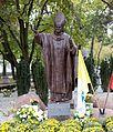 Pomnik Jana Pawła II w Legionowie.jpg