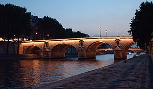 Pont Marie - Nighttime lighting of the Pont Marie.