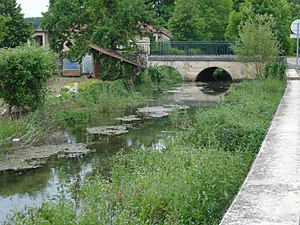 Avirey-Lingey - Image: Pont sur la Sarce à Avirey Lingey (Aube, Fr)