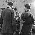 Prins Bernhard met enkele leden van de Binnenlandse Strijdkrachten, Bestanddeelnr 900-2492.jpg