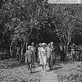 Prinses Beatrix in Suriname, de Prinses in gezelschap va ir. Samson , minister R, Bestanddeelnr 917-5329.jpg