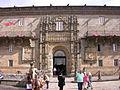 Puerta principal del Parador de Santiago de Compostela, Coruña.JPG