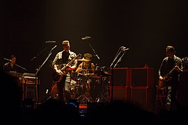 Queens of The Stone Age 2013.jpg