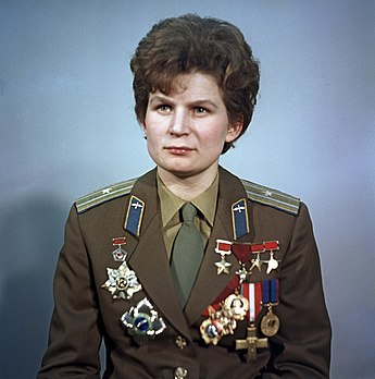 https://upload.wikimedia.org/wikipedia/commons/thumb/6/61/RIAN_archive_612748_Valentina_Tereshkova.jpg/345px-RIAN_archive_612748_Valentina_Tereshkova.jpg