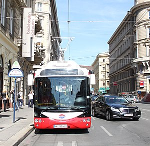 Battery electric bus - A Rampini-Siemens battery electric bus in Vienna (Austria) is loaded via catenary