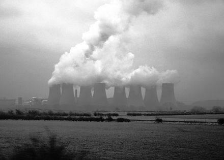 Cooling towers showing evaporating water at Ratcliffe-on-Soar Power Station, United Kingdom RatcliffePowerPlantBlackAndWhite.jpg