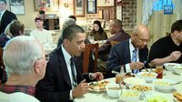 File:Raw Footage- President Obama's Surprise Lunch Stop.webm