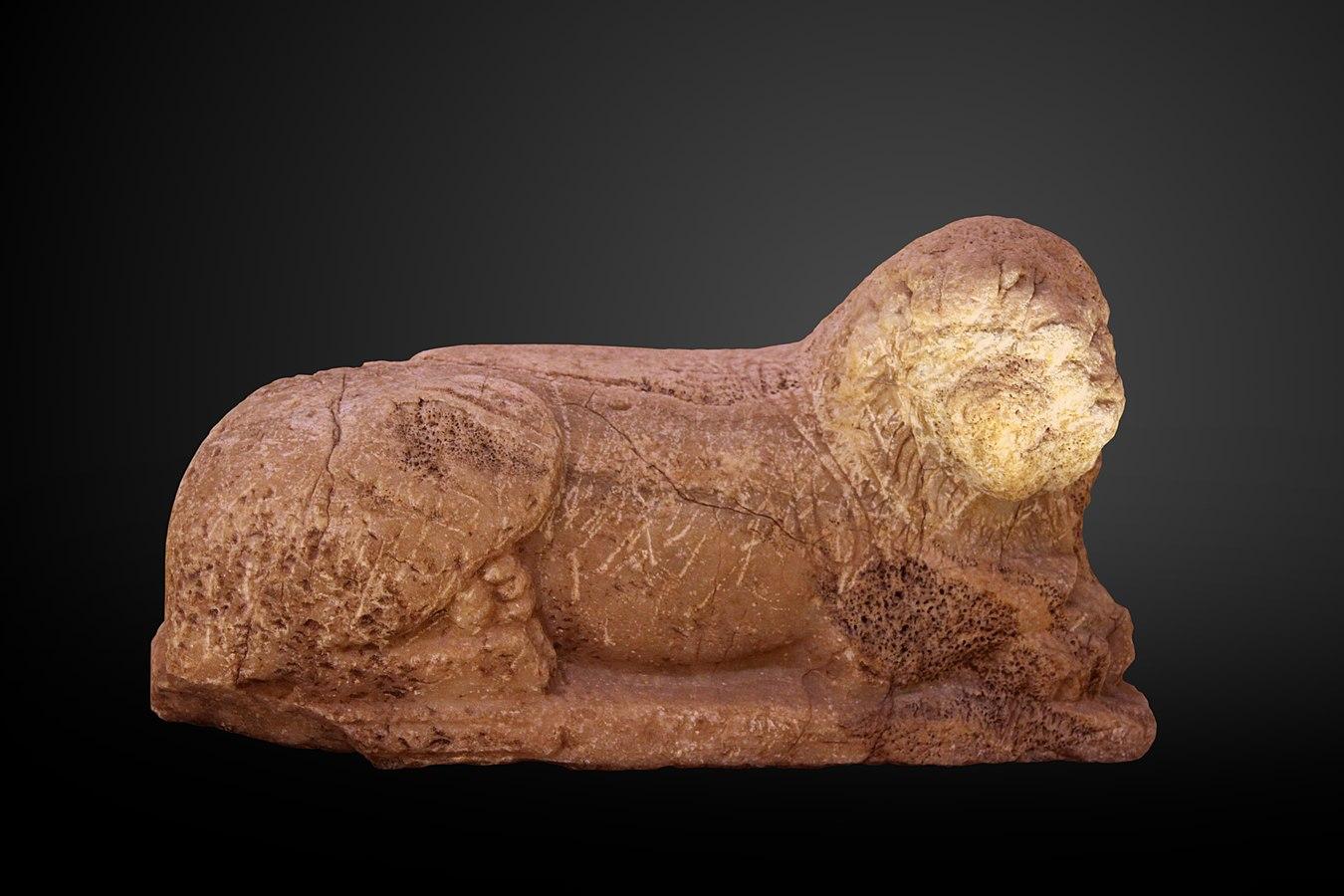 Reclining lion-AO 4905