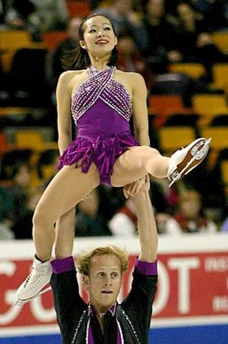 Figure skating lifts - Rena Inoue / John Baldwin, Jr perform a hand-to-hand lift.
