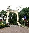 """""""Gele brug"""", ophaalbrug. Aan het einde van de Dorpsstraat een houten ophaalbrug, die de verbinding vormt met de Parallelweg-Zuid."""