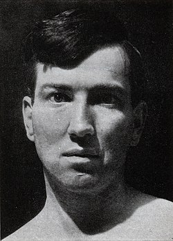 Robert Graves 1929 (cropped).jpg