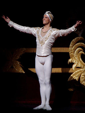 English: Roberto Bolle as Solor in the Royal B...