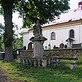 Robousy - sousoší piety před kostelem.jpg