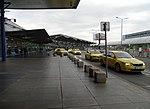Ruzyně, letiště, terminál 1, taxíky.jpg