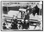 Sailors unloading coffins from the Lady Grey (Quebec City, 1914).jpg