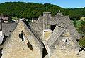Saint-Amand-de-Coly toits lauzes.JPG