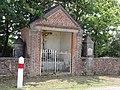 Saint-Aubin (Nord, Fr) calvaire + 2 chapelles Le pont des Loups.jpg