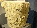 Saint-Denis (93), musée d'art et d'histoire, chapiteau historié retaillé dans un chap. à feuilles lisses du XIe s., vers 1125 1.jpg