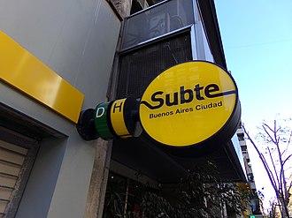 Santa Fe - Carlos Jáuregui (Buenos Aires Underground) - Image: Santa Fe antes de abrir 08