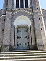 Sauvessanges - Entrée église Saint-Priest.jpg