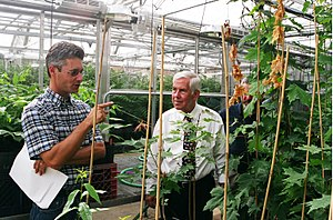 Richard Lugar - Senator Lugar tours an agricultural research facility