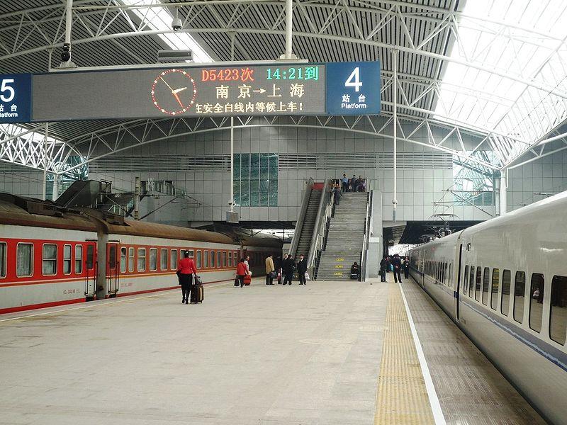 File:Shanghai railway station platform 20100331.jpg