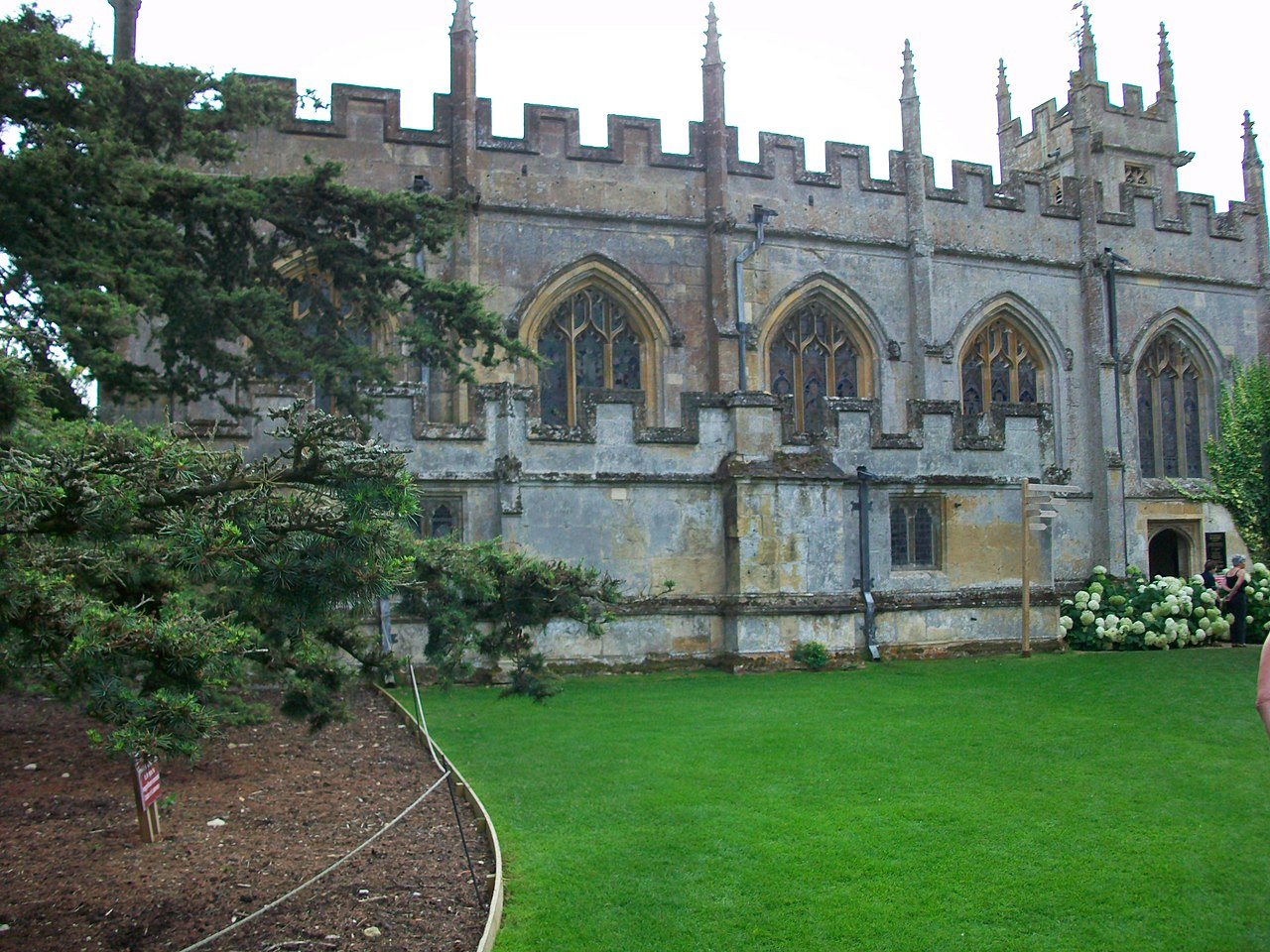 File:Side view of St Marys Church, Sudeley Castle.JPG ...