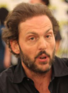Silas Weir Mitchell at Comic-Con 2011 cropped.jpg