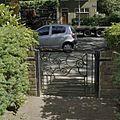 Smeedijzeren hek in de voortuin - Groningen - 20374221 - RCE.jpg