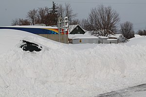 November 13–21, 2014 North American winter storm - Image: Snow buried car