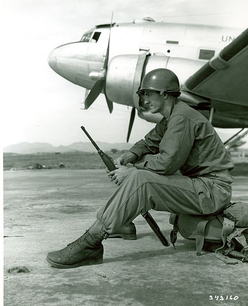 File:Soldier waiting to board C-47 for Korea army.mil-2007-07-06-084557.jpg