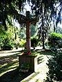 Sossenheim, Gedenkstätte Opfer WW II, Kreuz.JPG