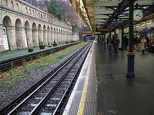 South Kensington tube station - Image: South Kensington stn eastbound District Circle look east
