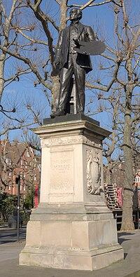 Statue of John Everett Millais by Thomas Brock left view.jpg