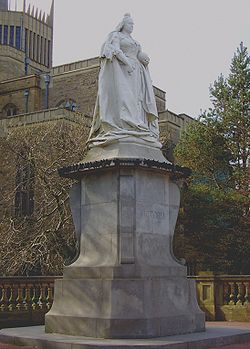 Statue of Queen Victoria in Blackburn.jpg