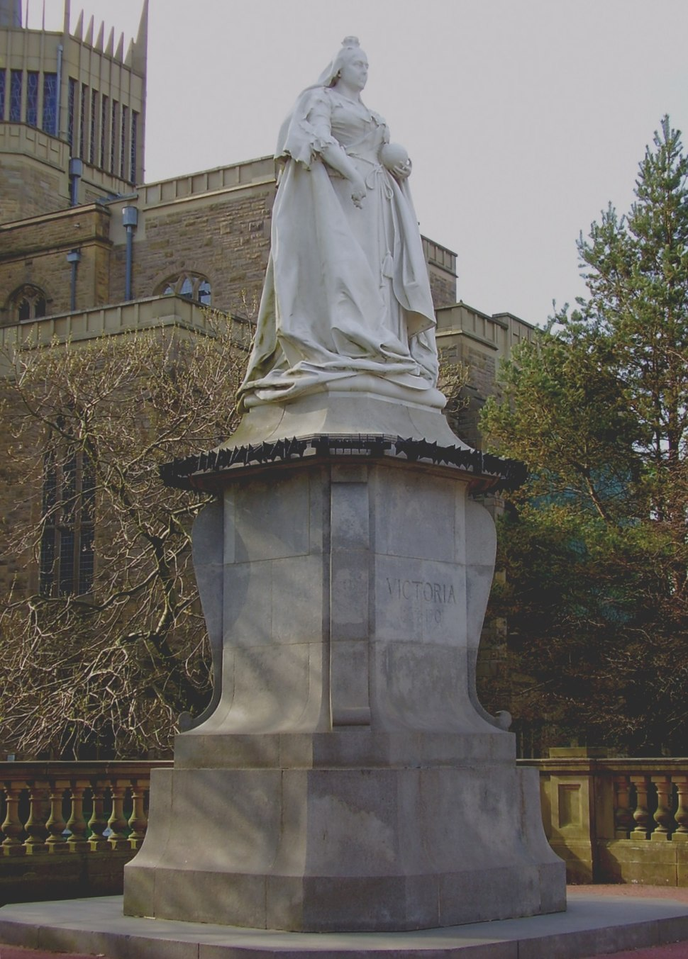 Statue of Queen Victoria in Blackburn