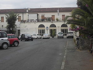 Carrara-Avenza railway station - View of the passenger building in 2013