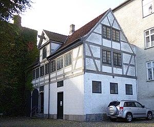Stephen Hansen Mansion - The building in the courtyard
