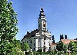 Fassade der Stiftskirche