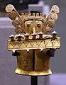 Stile internazionale, cultura coclé, (darien, frontiera panama- colombia), idolo in oro, 800-1000 dc ca.jpg