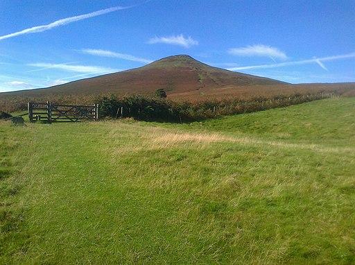 Sugarloaf Mountain above Abergavenny (30251942556)